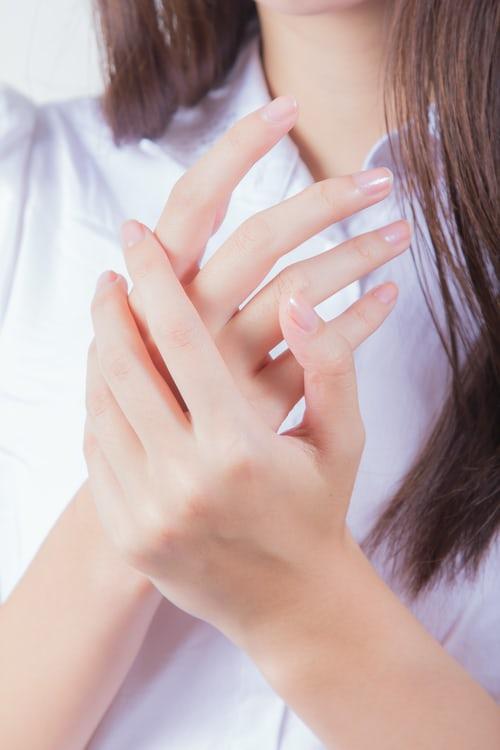 Why Do Long Fingernails Curl?
